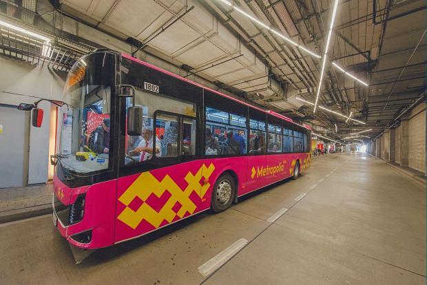 Metropolitalne autobusy już zaczęły wozić pasażerów na lotnisko w Pyrzowicach