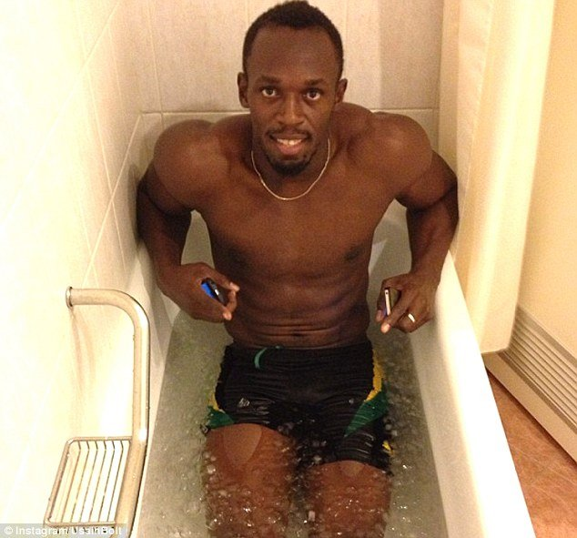 Usain Bolt podczas domowej krioterapii. Poznaj sposoby na regeneracje.