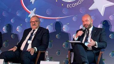Forum Ekonomiczne w Karpaczu 2020. Marszałek dolnośląski Cezary Przybylski i prezydent Wrocławia Jacek Sutryk podczas debaty 'Europejskie strategie rozwoju'