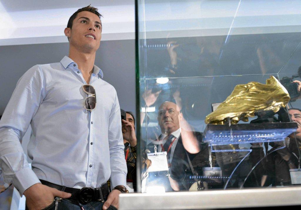 - Nie chcę mówić, które pamiątki są dla mnie najważniejsze. Pragnę nowych nagród, a jeśli wśród nich będzie kolejna Złota Piłka, to jest dla niej przygotowane specjalne pomieszczenie - powiedział napastnik Realu Madryt.