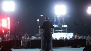 15 lipca 2017 , prezydent Turcji Recep Erdogan przemawia przed budynkiem  parlamentu