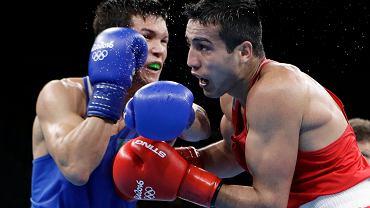 Daniyar Yeleussinov (l) vs. Shakhram Giyasov - finałowa walka w wadze półśredniej. Igrzyska olimpijskie w Rio, 17 sierpnia 2016
