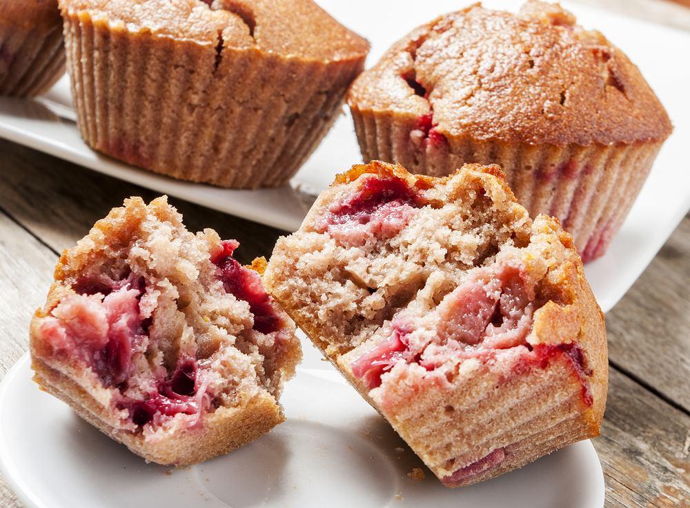 Muffinki z truskawkami, czyli deser ''na szybko'' dla niespodziewanych gości. Zdjęcie ilustracyjne