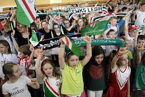 Nauka przez zabawę. Uczniowie szkoły podstawowej nr 225 uczcili stulecie Legii Warszawa i Woli