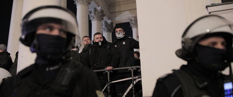 Policja użyła gazu na placu Trzech Krzyży w Warszawie