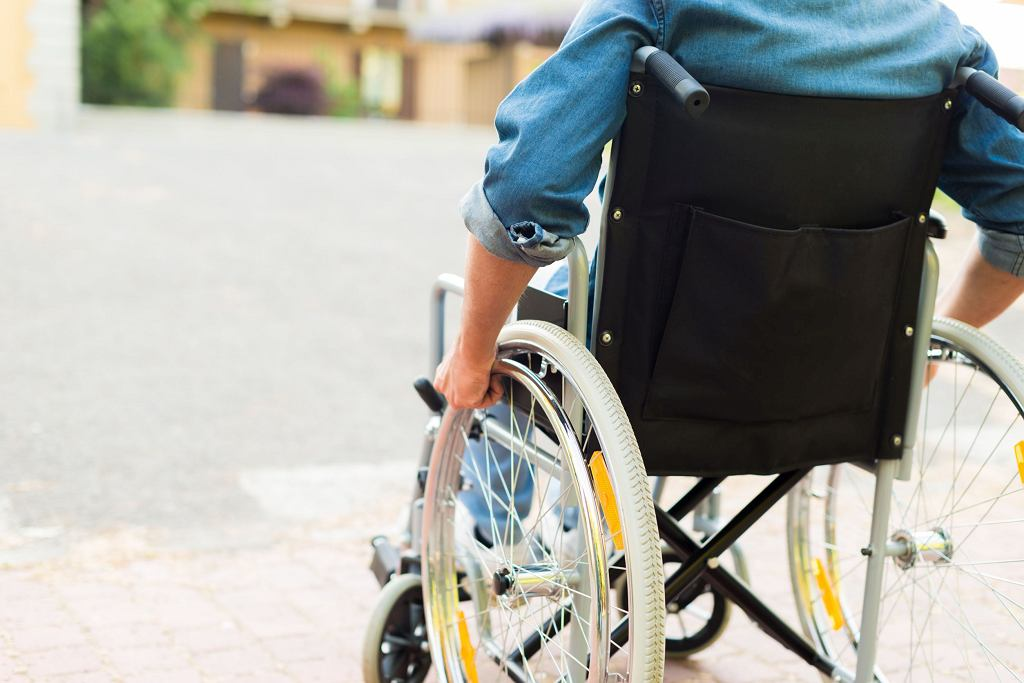 'Pan na wózku inwalidzkim nie może samodzielnie kupić znaczka. A gdzieś tam Elon Musk snuje plany kolonizacji Marsa'