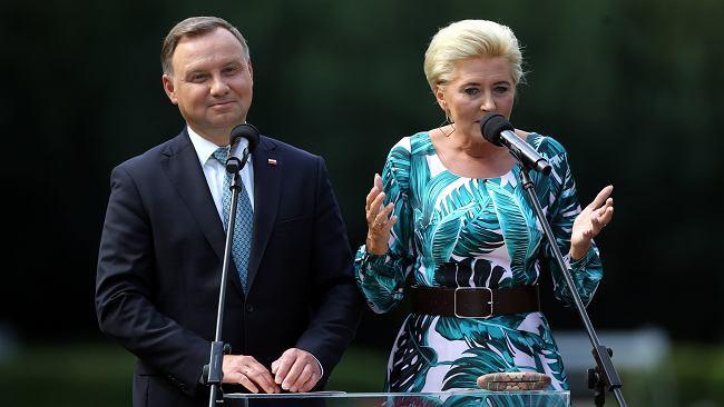 Andrzej Duda przerwał milczenie w sprawie wyroku TK. Nagle oddał telefon żonie