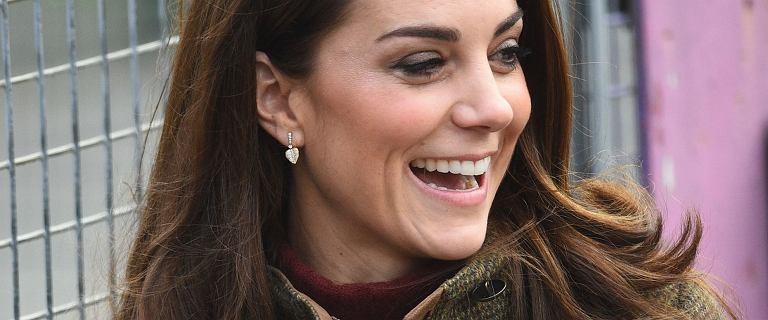 Księżna Kate w mega obcisłych rurkach, które podkreśliły jej nogi. Wygląda świetnie