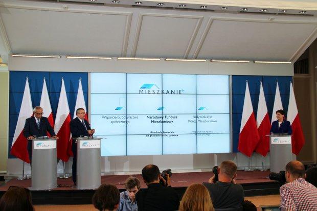 Min. Andrzej Adamczyk i min. Kazimierz Smolliński prezentują program Mieszkanie+