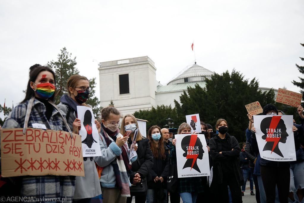 Islandia z projektem, który ma umożliwić Polkom darmową aborcję. Dlaczego jest to tak prokobiecy kraj?