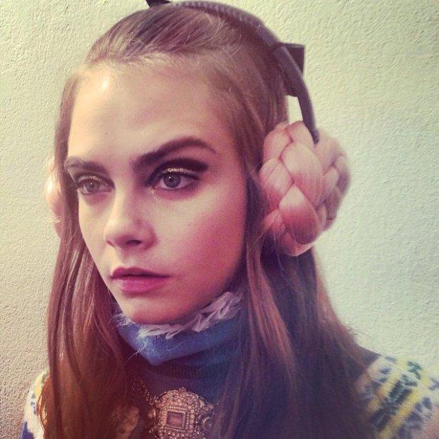 Cara Delevingne - backstage pokazu Chanel Paris-Salzburg