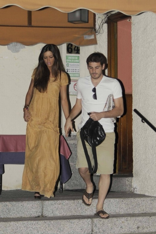 Bildnummer: 10909292  Datum: 03.07.2012  Copyright: imago/IPA Press  Iker Casillas and Sara Carbonero have gone out to dinner in Madrid. LorenzoxCano PUBLICATIONxINxGERxSUIxAUTxHUNxPOLxCZExONLY ; Fussball ESP Nationalteam privat x1x xkg 2012 hoch premiumd     Image number 10909292 date 03 07 2012 Copyright imago IPA Press Iker Casillas and Sara  have Gone out to Dinner in Madrid LorenzoxCano PUBLICATIONxINxGERxSUIxAUTxHUNxPOLxCZExONLY Football ESP National team Private x1x xkg 2012 vertical premiumd