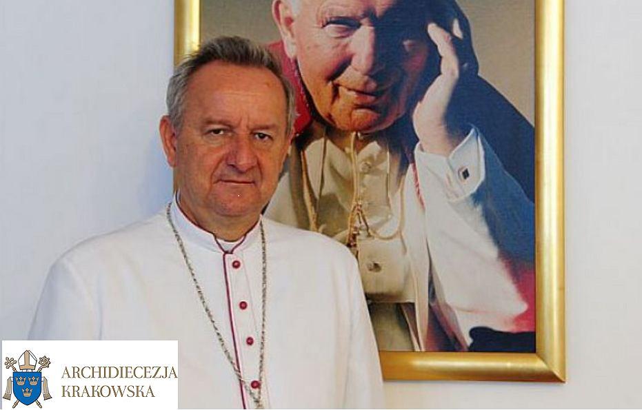 Biskup Jan Ozga sprzeciwił się szczepieniom
