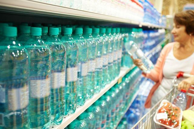 Nie daj się nabić w butelkę. Przed zakupem upewnij się, że naprawdę masz do czynienia z wodą mineralną, o składzie odpowiednim dla ciebie