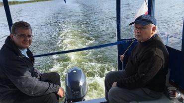 Wakacje 2017: prezes Kaczyński na początku sierpnia był w zachodniej Polsce. Media społecznościowe obiegły zdjęcia, gdy z Joachimem Brudzińskim wybrali się na rejs po Zalewie Szczecińskim, podczas którego łowili szczupaki.