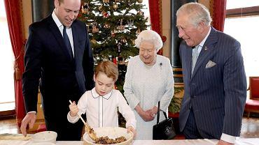 Królowa Elżbieta, książę Karol, William, George