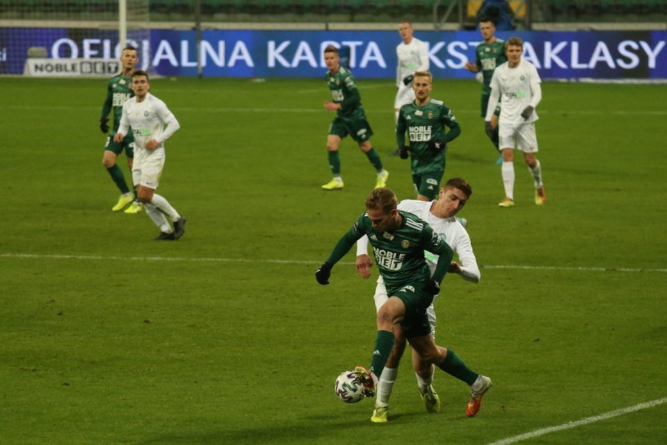 Zdjęcie numer 1 w galerii - Nerwowy mecz we Wrocławiu. Po dramatycznej końcówce Śląsk wygrał z Wartą i awansował w tabeli