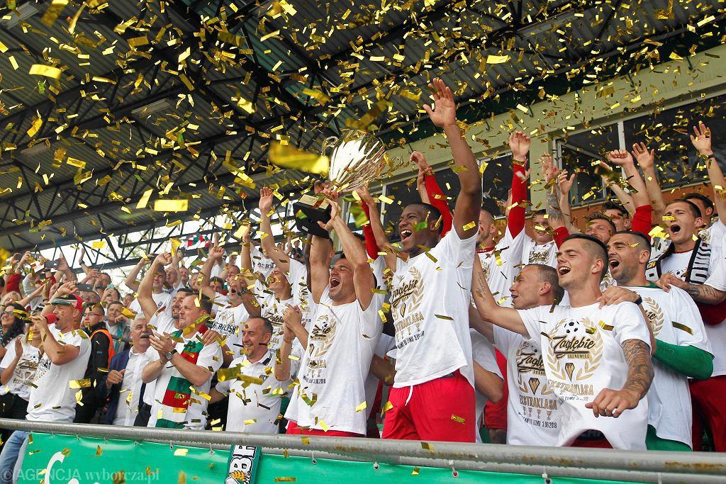 Zagłębie Sosnowiec zakończyło sezon porażką z GKS-em Tychy (0:2), ale kibice powtarzali, że dla nich nie ma to żadnego znaczenia. Liczy się tylko to, że zespół ze Stadionu Ludowego po dziesięciu latach wraca do Ekstraklasy.