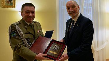 Gen. Leszek Surawski i ówczesny szef MON Antoni Macierewicz, 03.11.2016 r.