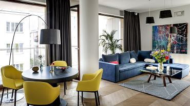 Eleganckie mieszkanie z kolorowymi akcentami