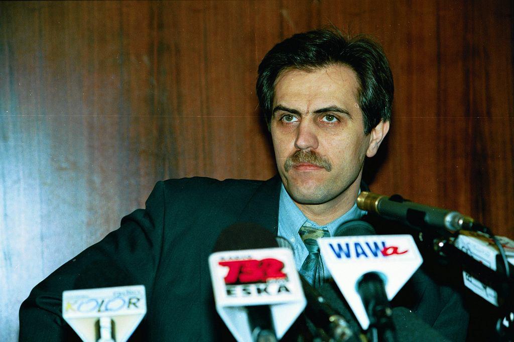 Solorz-Żak na konferencji prasowej zarządu Polsatu, 1994 r. (fot. Sławomir Kamiński / Agencja Gazeta)
