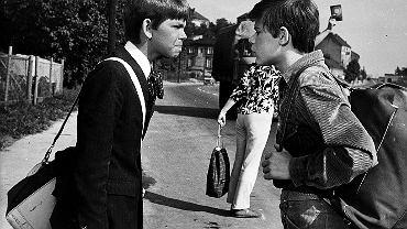 Kadr z filmu 'Podróż za jeden uśmiech' w reżyserii Stanisława Jędryki (1971 r.). Na zdjęciu od lewej: Filip Łobodziński, Henryk Gołębiewski