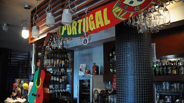 """W portugalskiej restauracji """"Portucale"""" pełna gotowość do wspierania Portugalii. Są lokalne trunki i specjalne menu"""