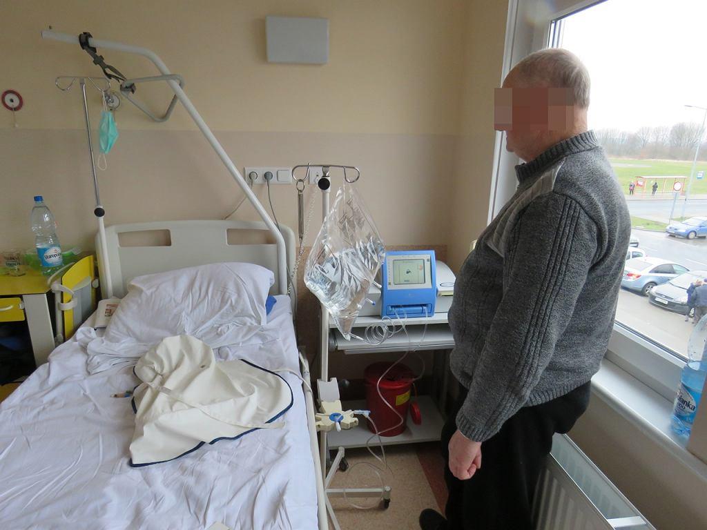 Na oddziale nefrologii pacjenci uczą się, jak wykonywać samodzielnie dializę