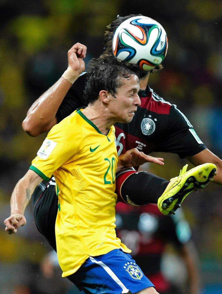 Bernard w meczu Brazylia - Niemcy