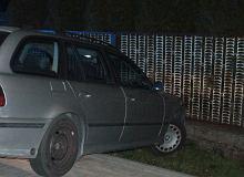 Pijany kierowca BMW przejechał 500 kilometrów, po czym zatrzymał się... na płocie. Nigdy nie miał prawa jazdy