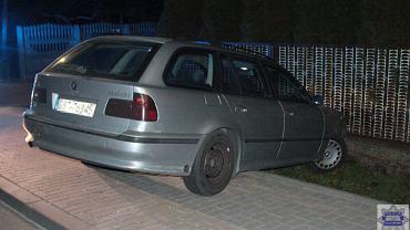 Pijany kierowca BMW uderzył w płot posesji, Byczyn