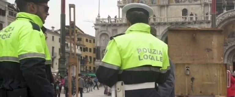 Banksy ustawił stoisko na ulicy w Wenecji. Przegoniła go straż miejska