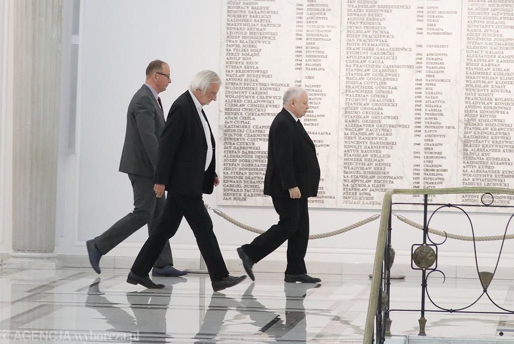 Ryszard Terlecki i Jarosław Kaczyński w Sejmie.