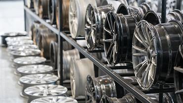 Felgi to bardzo ważny element wyposażenia każdego samochodu. Zdjęcie ilustracyjne, aSuruwataRi/shutterstock.com