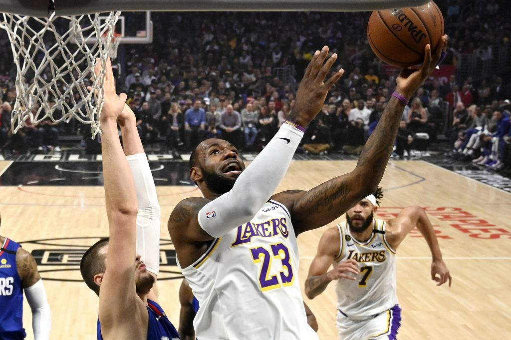 Koszykarze Los Angeles Lakers podczas meczu ligi NBA z Los Angeles Clippers, 8.03.2020