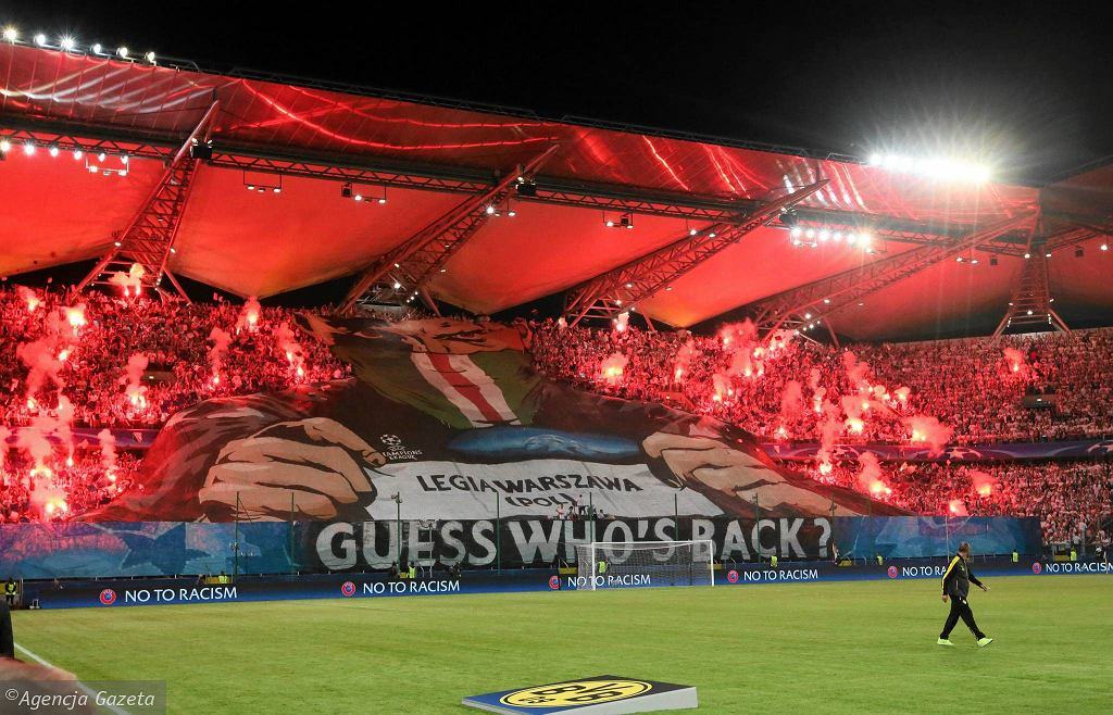 Kibice Legii Warszawa podczas meczu z Borussią Dortmund w Lidze Mistrzów