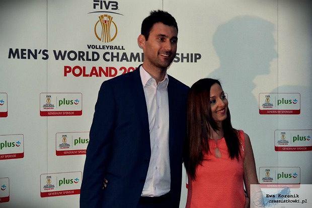 Grzegorz Kosok z żona na premierze filmu Drużyna