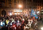 Feta i dramat w Neapolu. Tysiące ludzi na ulicach, kibic z czterema kulami w nodze
