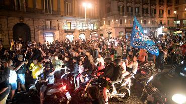 17.06.2020, Neapol, kibice SSC Napoli świętują zdobycie Pucharu Włoch.