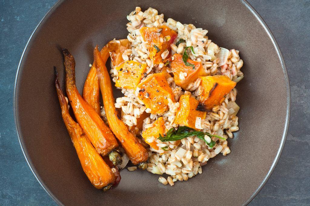 Orkiszowe risotto z pieczonymi warzywami