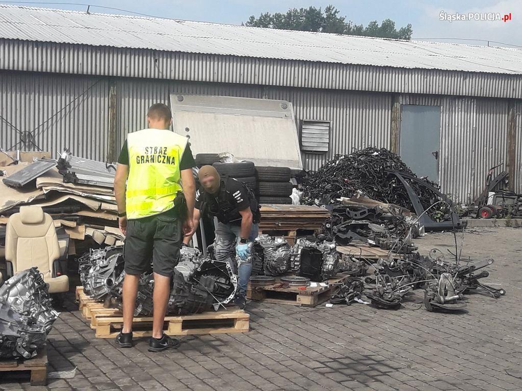 Kryminalni z Komendy Wojewódzkiej Policji w Katowicach odnaleźli dużą liczbę części samochodowych pochodzących z około 200 pojazdów skradzionych na terenie UE