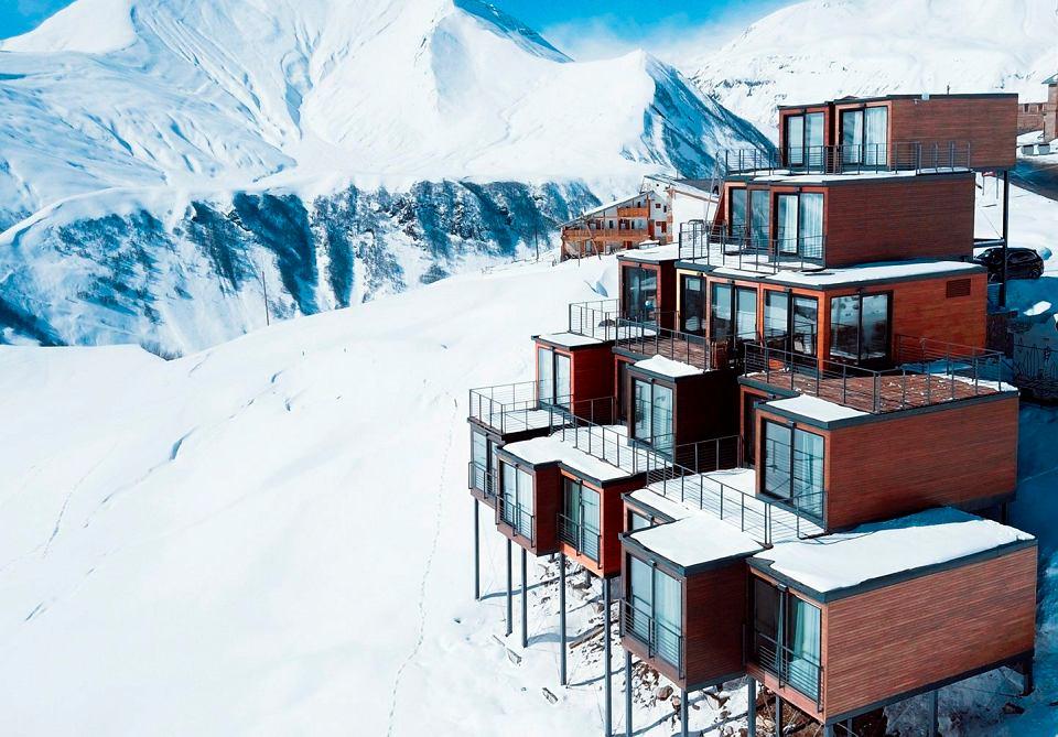 Przyjazny dla środowiska hotel Quadrum Ski and Yoga w Gruzji został zbudowany z pojemników transportowych