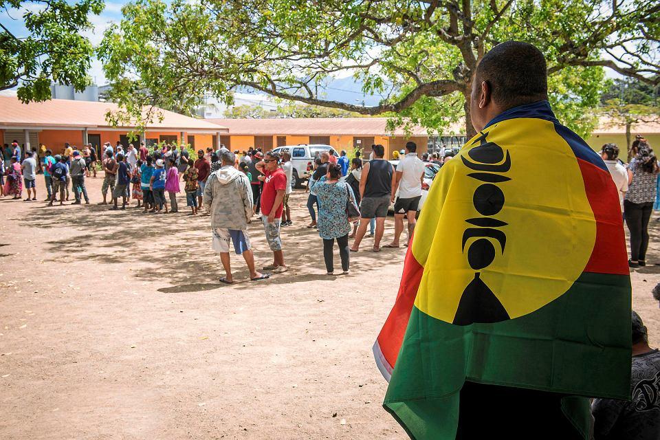 4.11.2018 r., Noumea, Nowa Kaledonia, kolejka do lokalu, w którym można zagłosować w referendum niepodległościowym.