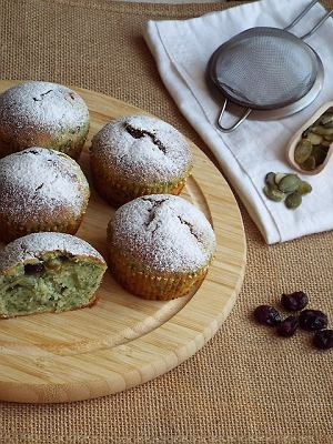 Szpinakowe muffinki z żurawiną i pestkami dyni