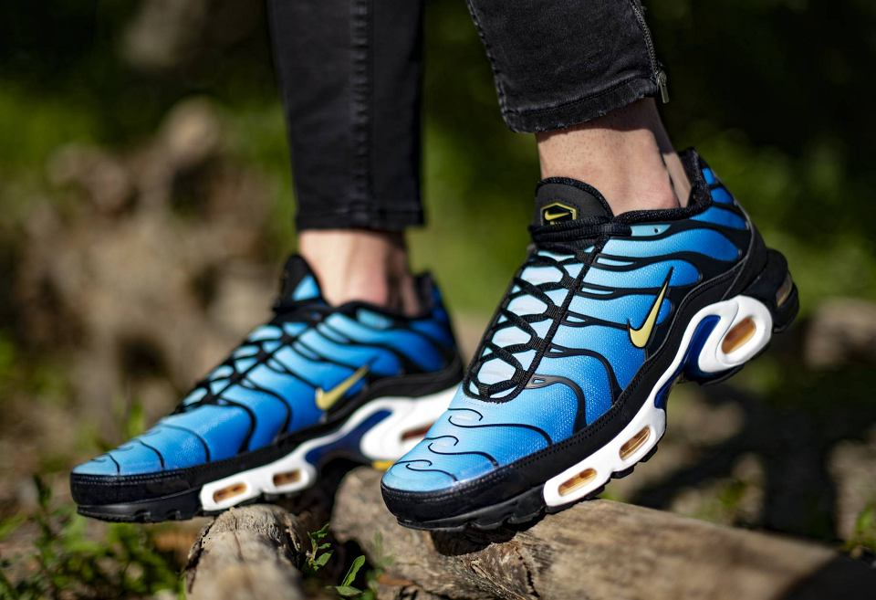 Street Style W Meskim Wydaniu Najmodniejsze Sneakersy Na Sezon Jesien Zima 2020 21
