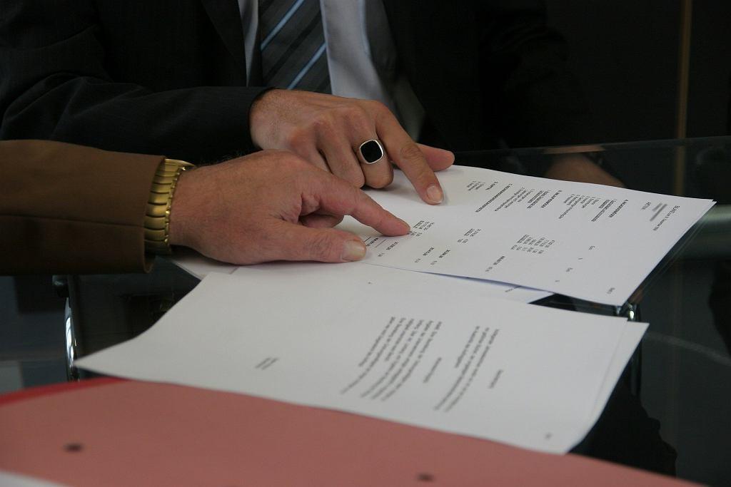 umowa zlecenie, zdjęcie ilustracyjne
