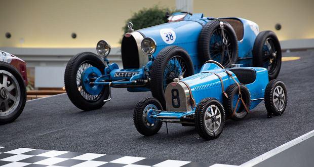 Zdjęcie numer 1 w galerii - Kultowe modele samochodów Bugatti zjechały do Katowic [ZDJĘCIA]