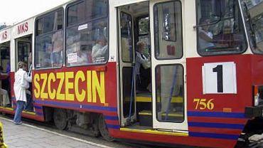Tramwaj w barwach Pogoni Szczecin