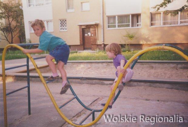 Podwórko przy ul. Małego Franka 10 (1994 r). Wł.Dorota Mazurek