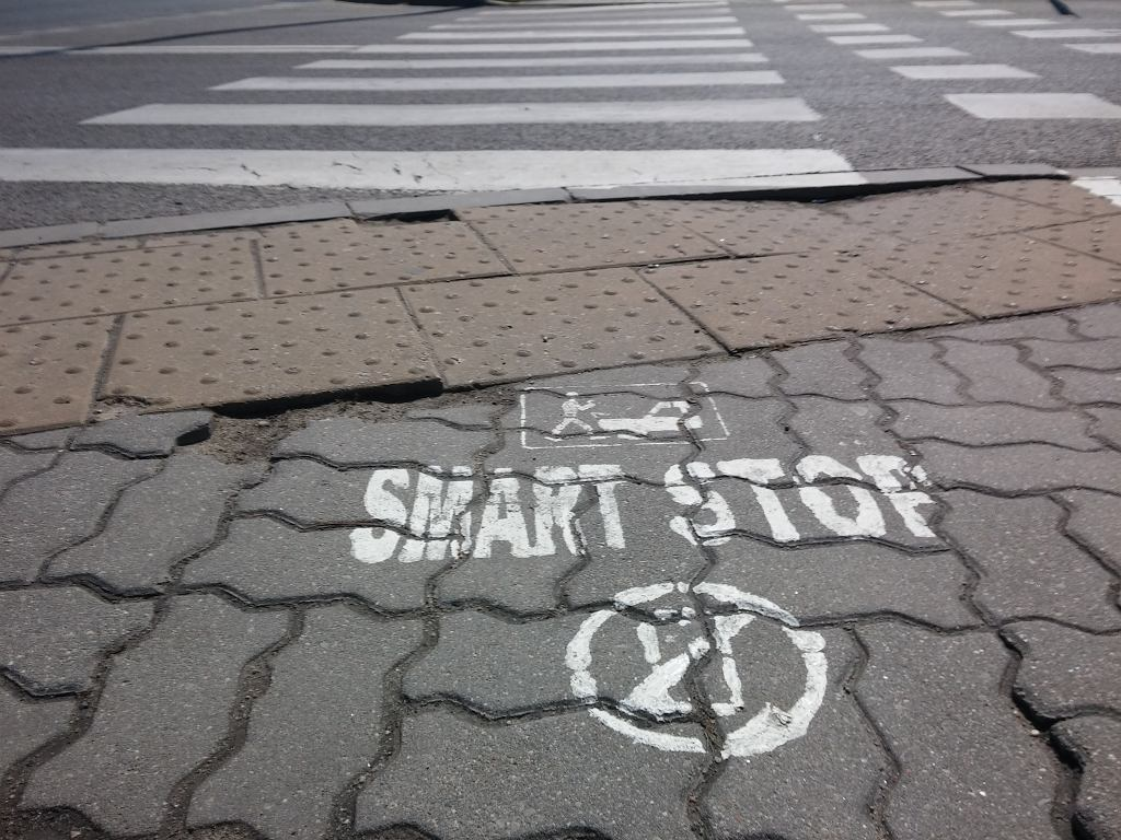 Wypadek, do którego doszło mimo specjalnego oznakowania przejścia dla pieszych